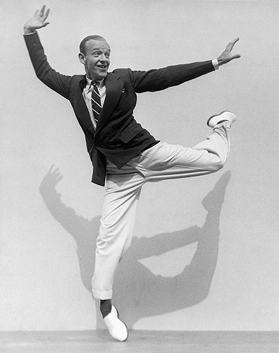 Fred Astaire on his Toes, 1936  © ESTATE OF MARTIN MUNKACSI