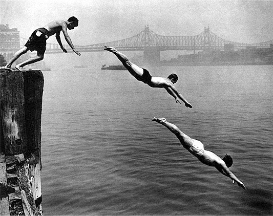 Divers, East River ©Leipzig, 1948