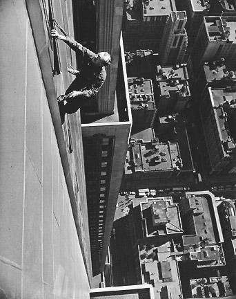 Window Washer, Empire State Building, 1948 ©Arthur Leipzig