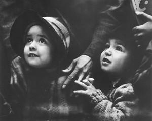 Watching Santa, 1944 ©Arthur Leipzig
