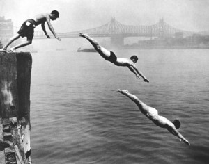 """Divers, East River, 1948"" @Arthur Leipzig"