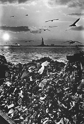 Garbage and the Statue of Liberty ©Leipzig, 1967